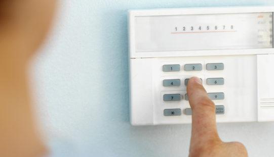 Alarme sans fil ou alarme filaire : laquelle choisir ?